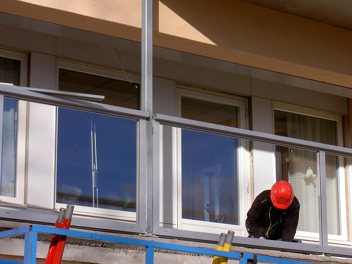 Bryggaren, Sävsjö - Montage av balkonginklädnader